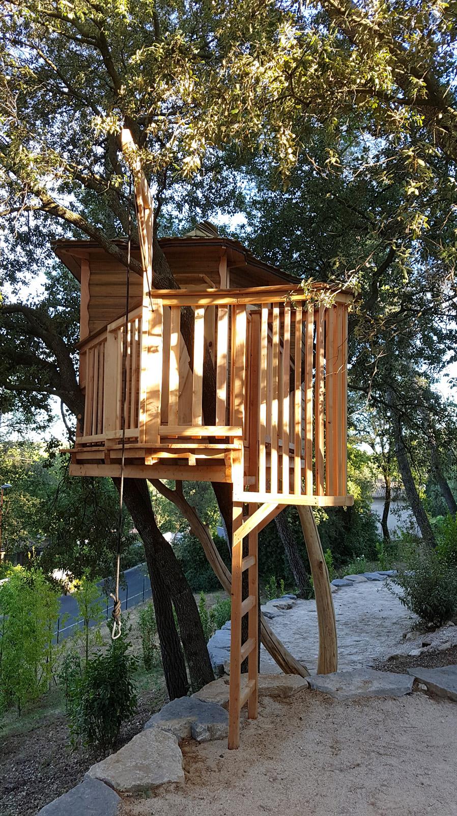 cabane d tente arbre habitat. Black Bedroom Furniture Sets. Home Design Ideas