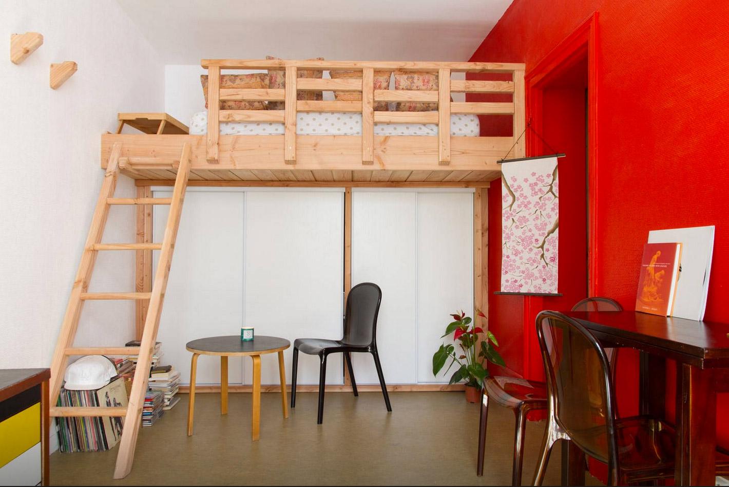 création d'une mezzanine et d'un espace rangement.